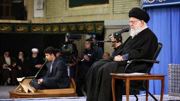 مردم گله مندند اما پای انقلاب و نظام ایستادهاند